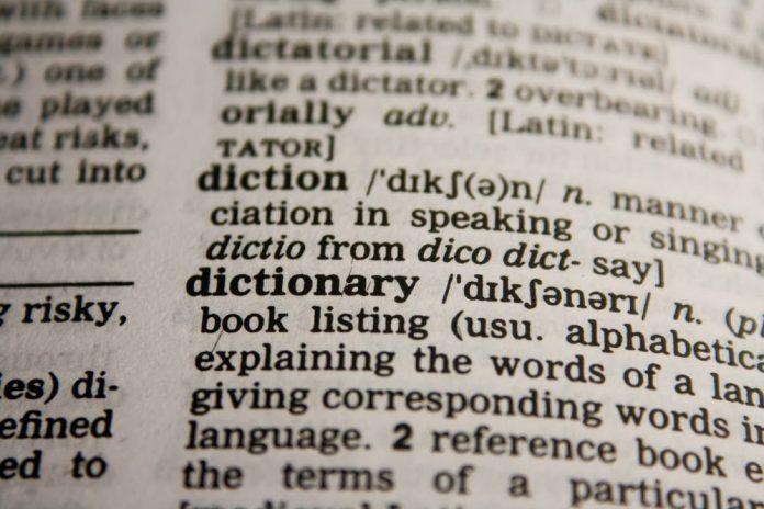 Czym różni się tłumaczenie symultaniczne od konsekutywnych